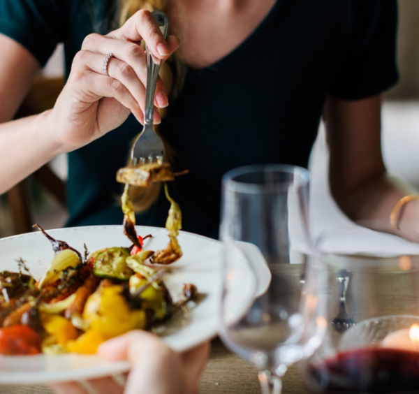 Choosing Healthy Catered Food Options for a Wedding