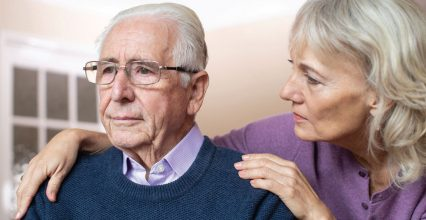 How to Manage Stress When Caring for a Parent With Alzheimer's Disease